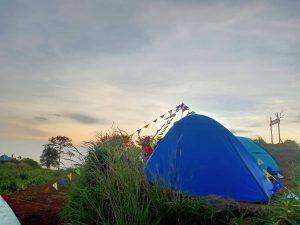 Menggapai Puncak Palasari Bogor, Bonus Sunset yang Menawan